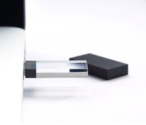7_Empty Memory USB Stick by Logical Art